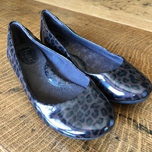 Born of Concept animal print flat. Size 6.5